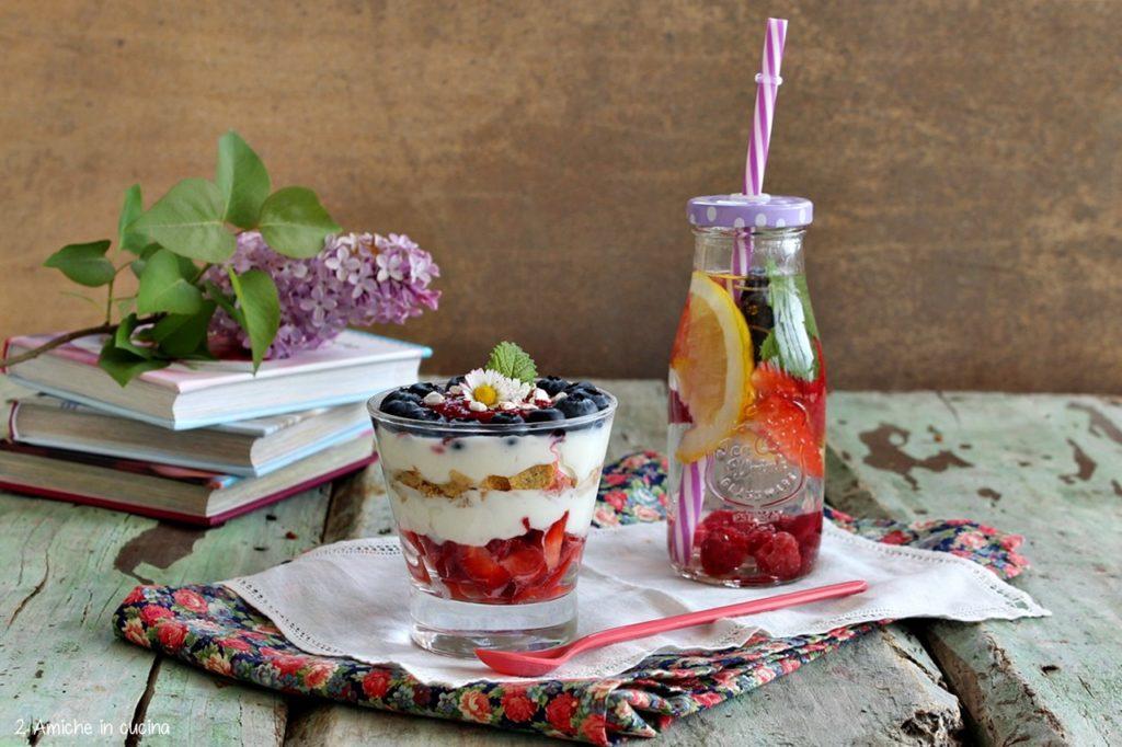 Yogurt greco con frutti rossi e grano saraceno