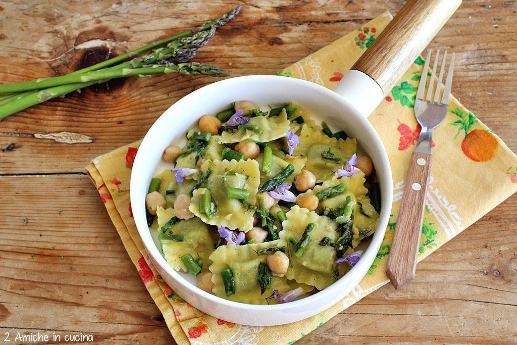 pasta ripiena condita con verdura e legumi