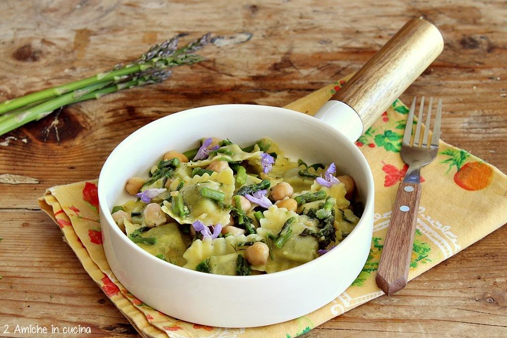 Pasta ripiena con asparagi, ceci e erbe aromatiche