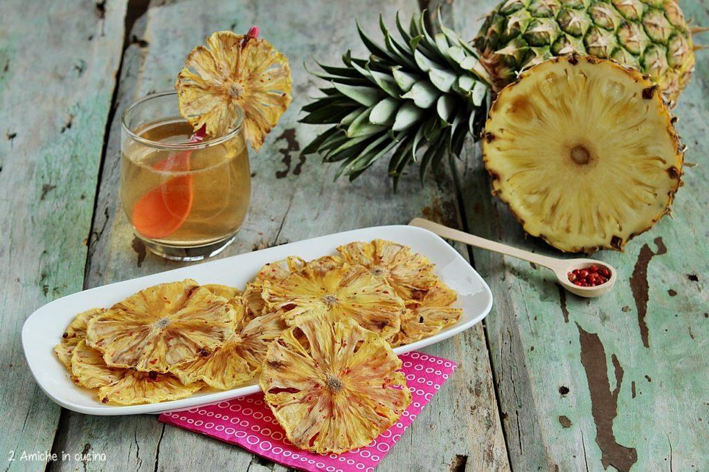 Chips di ananas al pepe rosa