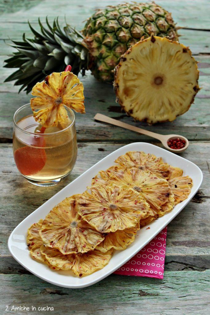 Chips di ananas con pepe rosa