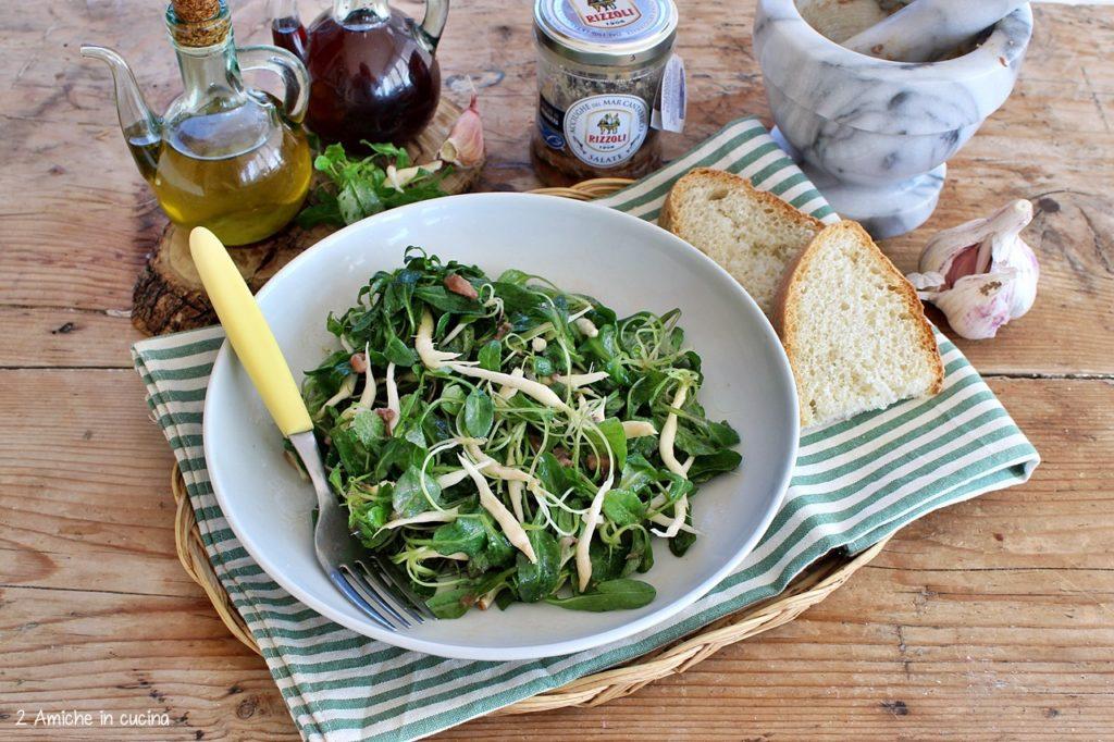 Insalata di raponzoli con acciughe del Mar Cantabrico e aglio