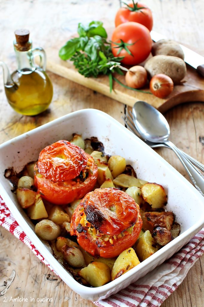 Pomodori ripieni di legumotti con patate e cipolle al forno, ricetta senza glutine