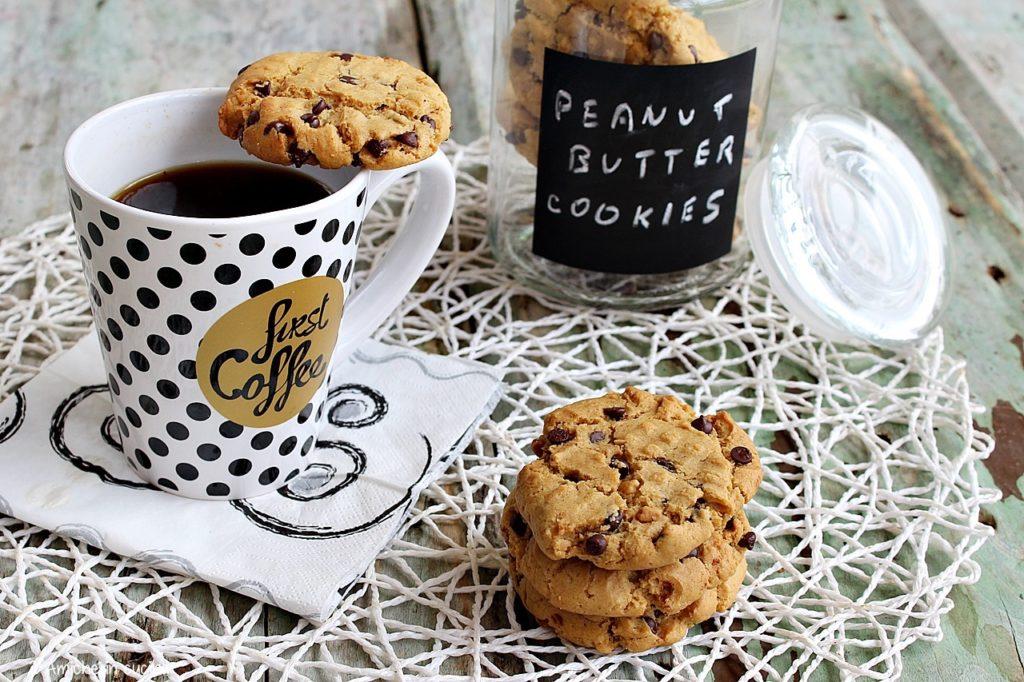 biscotti americani con burro di arachidi e gocce di cioccolato