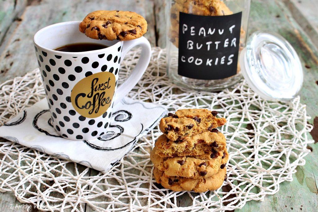biscotti al burro di arachidi senza lattosio e gocce di cioccolato