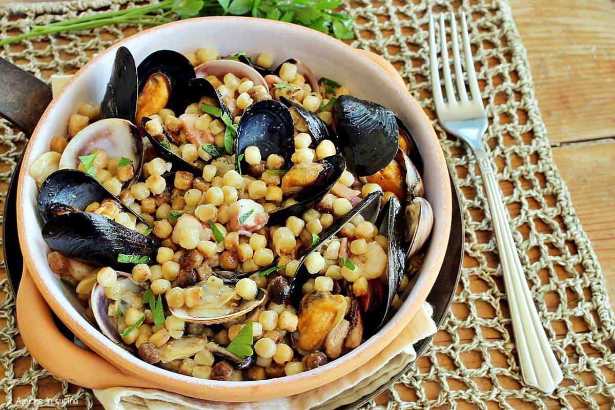 primo piatto con fregola sarda e pesce di mare