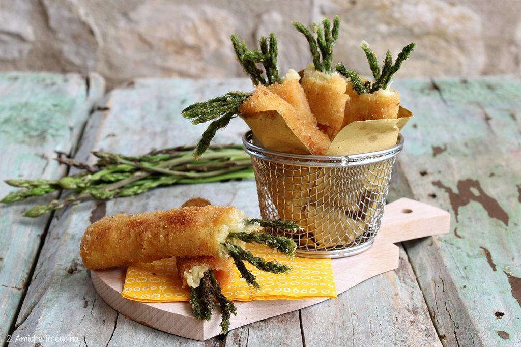 Involtini di asparagi fritti con cotto e formaggio