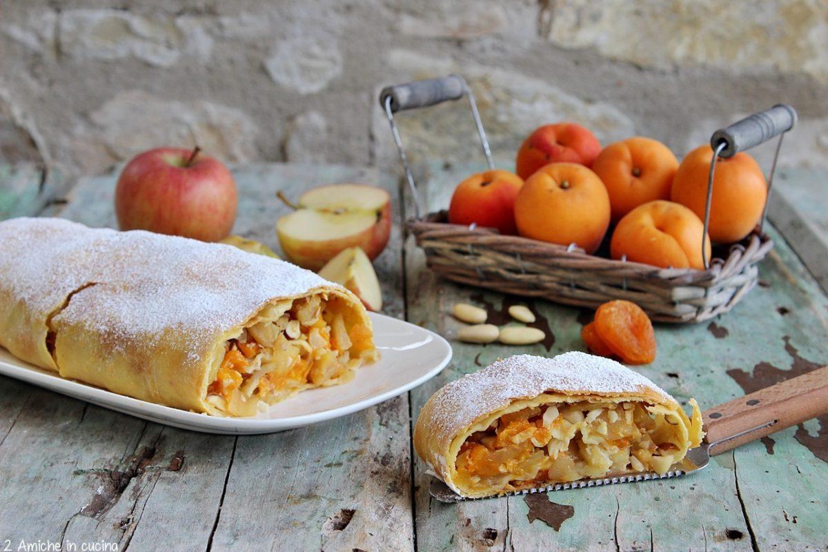 Ricetta dello strudel di mele e albicocche, senza lattosio