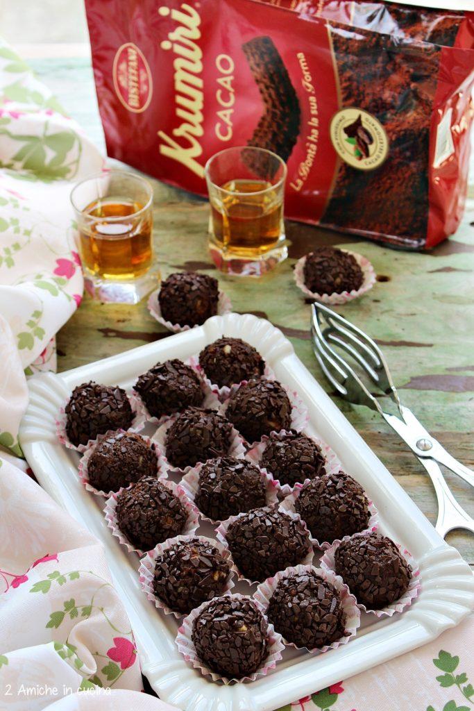 Dolcetti al cioccolato, mandorle, albicocche e rum