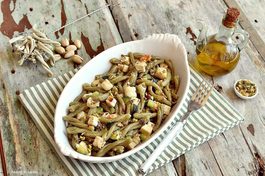 Pasta al pistacchio con gamberi e pesce spada