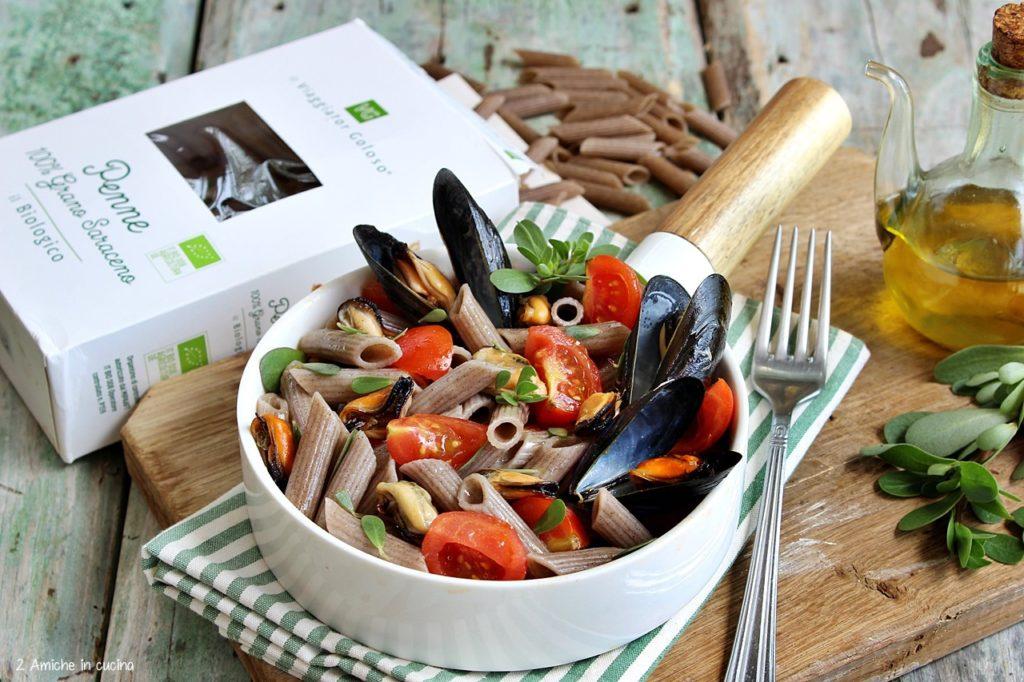insalata di pasta fredda senza glutine, con portulaca, cozze e pomodorini