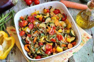 verdure estive cotte i n forno con erbe aromatiche