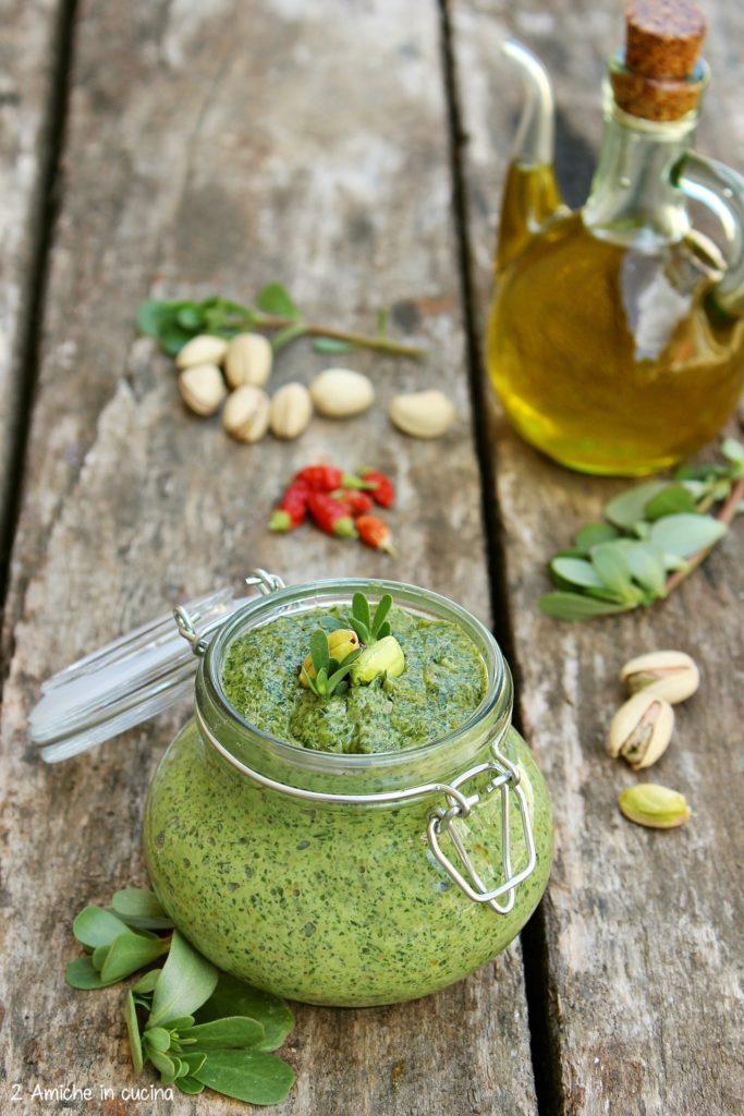 condimento per la pasta con portulaca e pistacchio