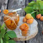 Albicocche conservate in sciroppo di zucchero e limone