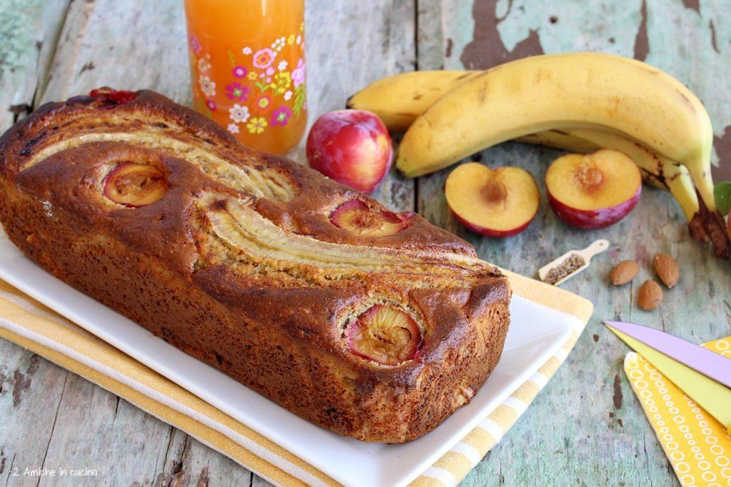 banana bread alle prugne e mandorle senza lattosio