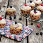 muffin vegancon ricotta di soia, more, lamponi e spezie