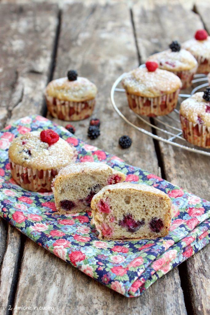 Interno di muffin vegan con ricotta vegetale e frutta