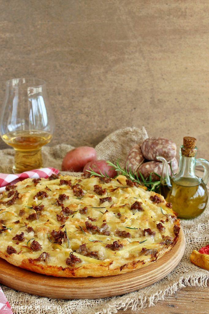 pizza patate e salsiccia in teglia
