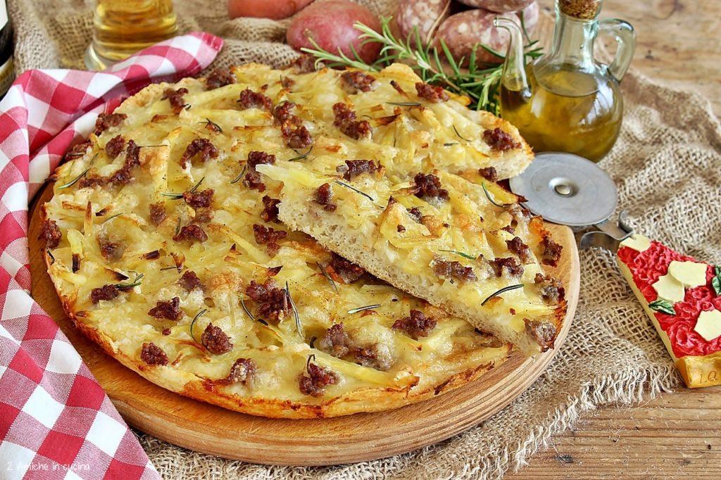 pizza patate e salsiccia con patata rossa di Colfiorito