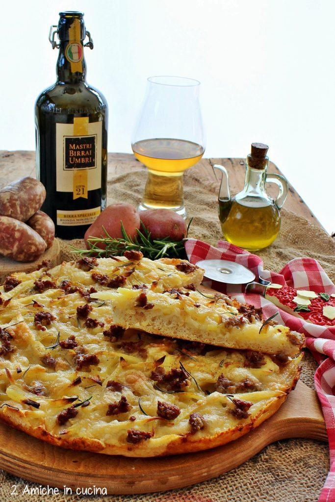 pizza patate e salsiccia e birra umbra