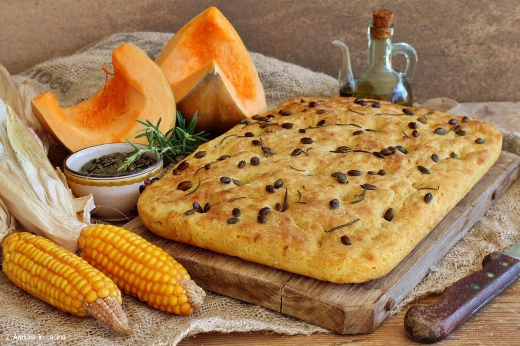 Focaccia alla zucca, mais, semi e rosmarino