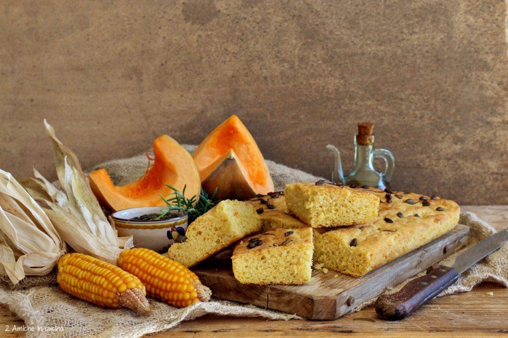 Focaccia alla zucca e mais con semi e rosmarino