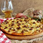pizza con patata rossa di Colfiorito e salsiccia umbra