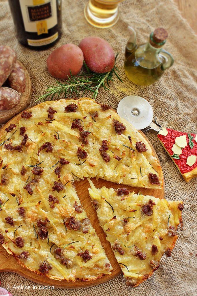 Pizza con patate di Colfiorito e salsiccia