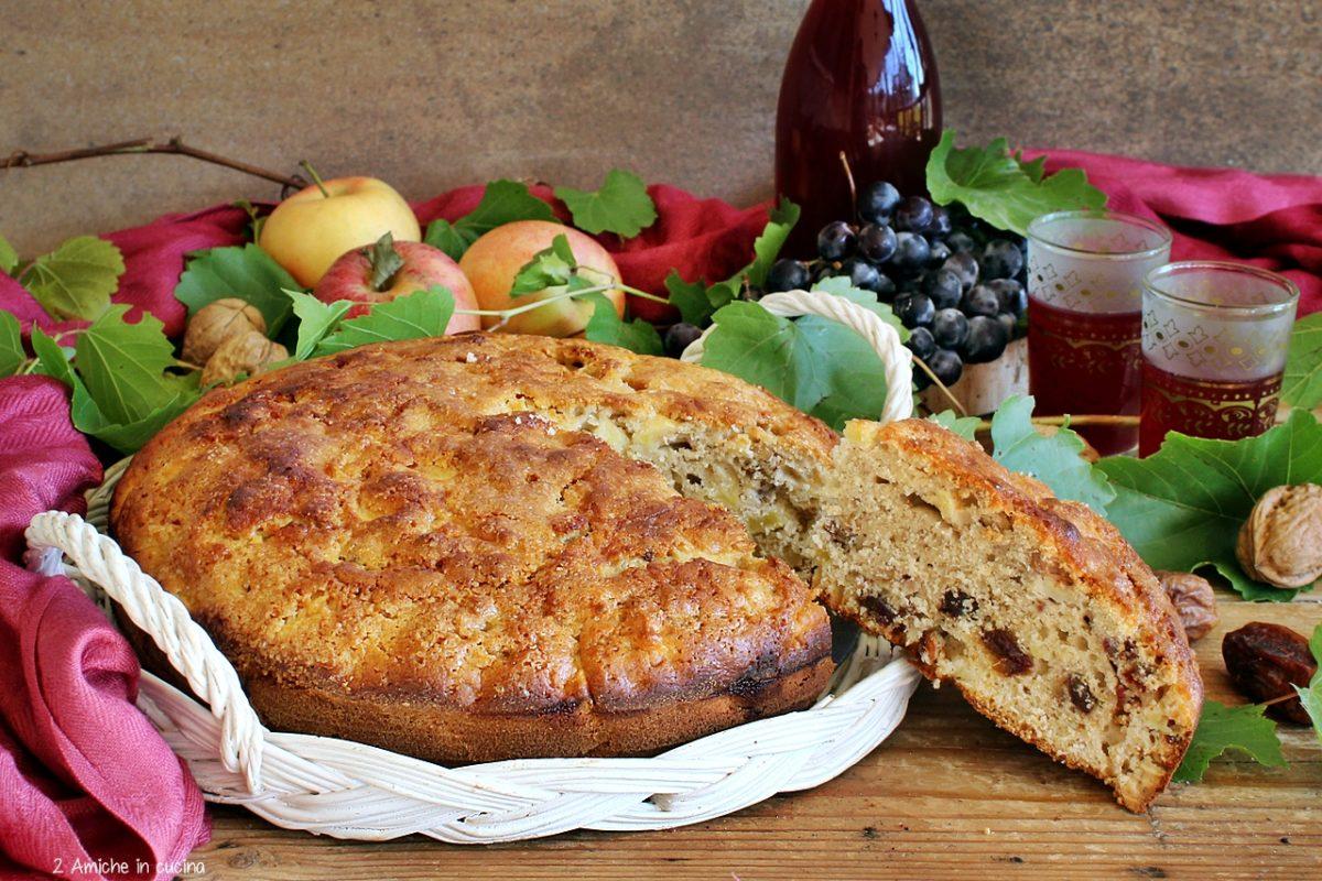 Torta di mele , con mosto cotto e frutta secca