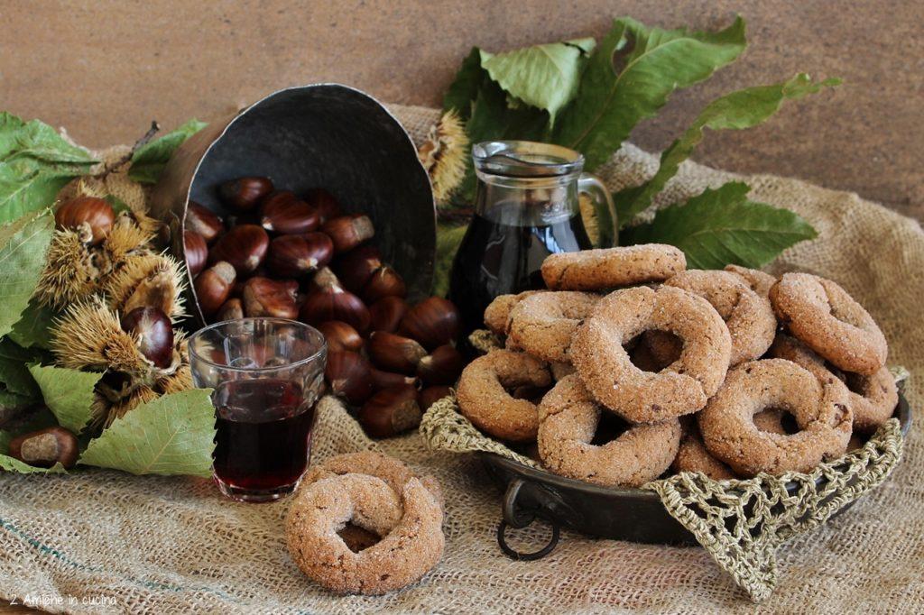 Ciambelline al vino e castagne con cioccolato fondente