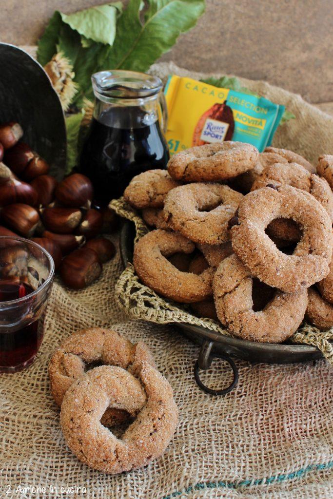 Ciambelline al vino rosso e castagne con cioccolato fondente