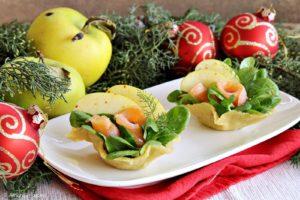 Cestini di parmigiano con salmone e mela smeralda