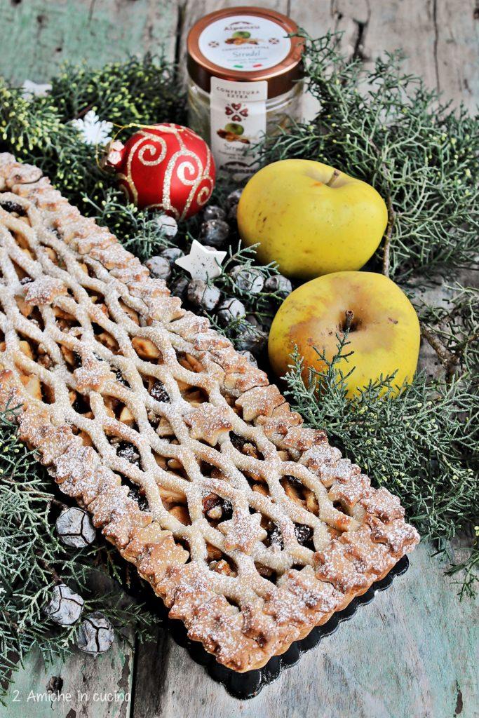 Crostata farcita con mele e frutta secca