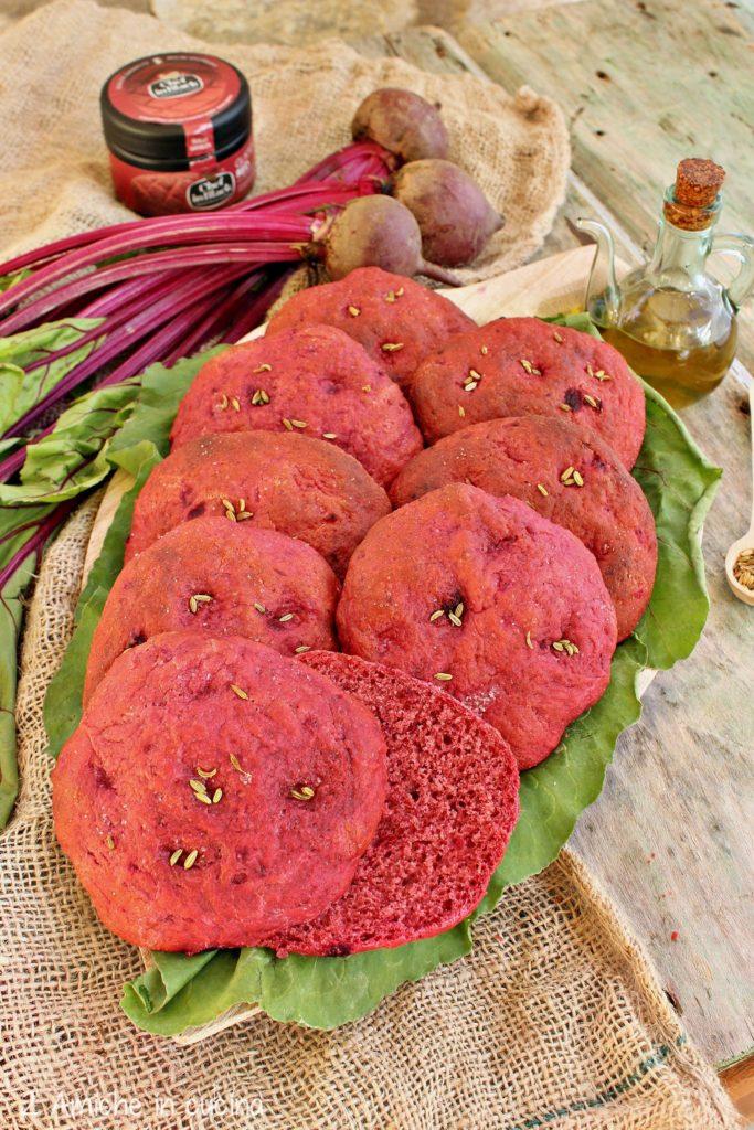 Focaccia con barbabietola rossa nell'impasto e colorante Gusto Red Spigadoro