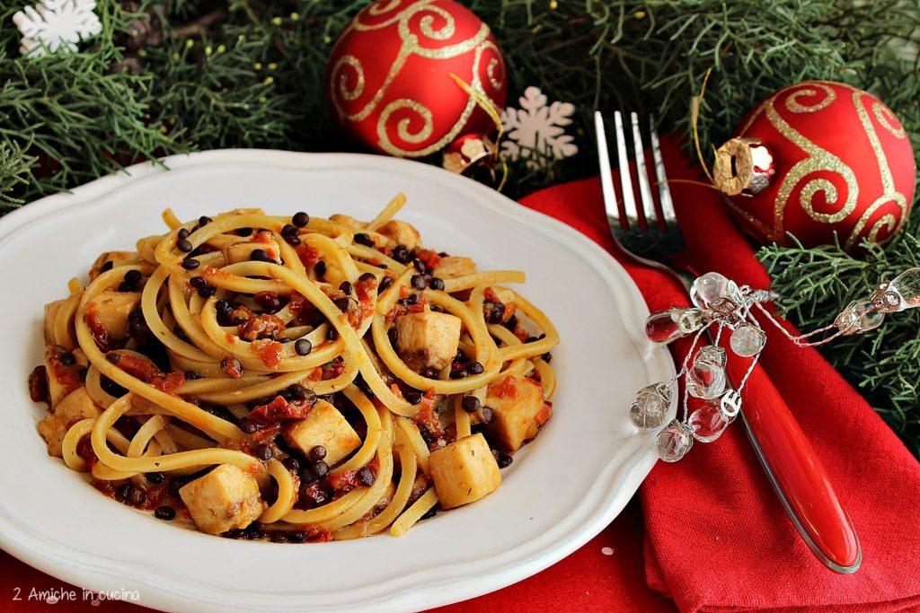Spaghetti triangolari con pesce spada, pomodori secchi e lenticchie
