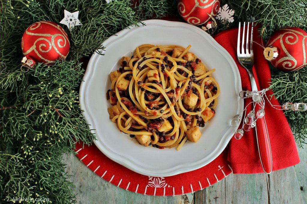 Spaghetti con pesce spada, pomodori secchi e lenticchie Beluga