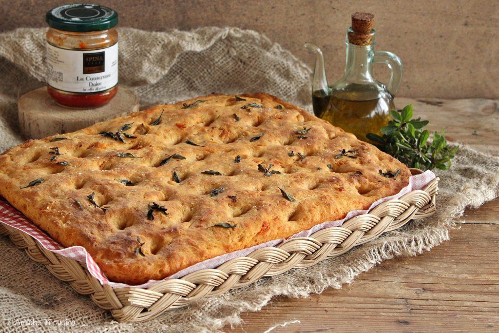 Focaccia ai peperoni e farina di semola rimacinata
