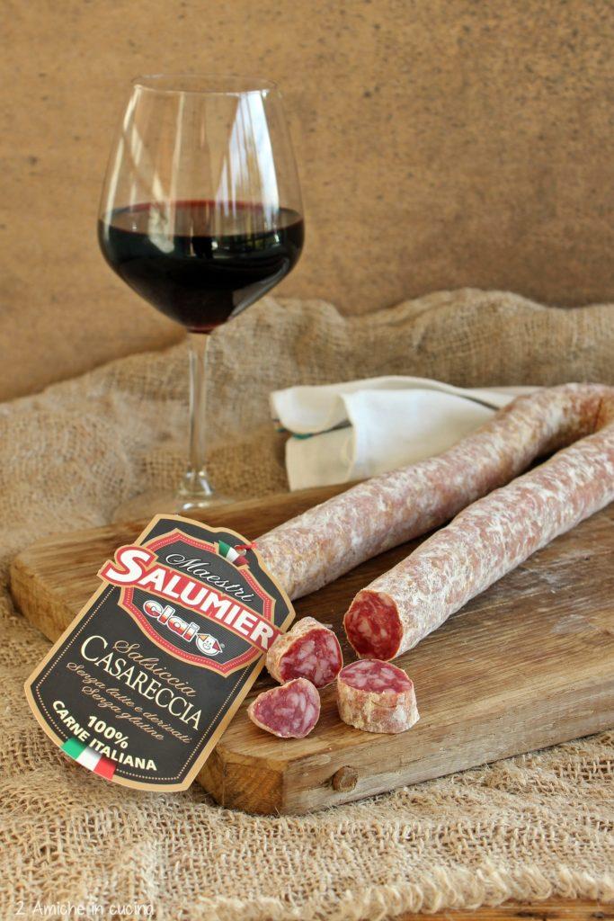 Salsiccia casareccia Cali con calice di vino