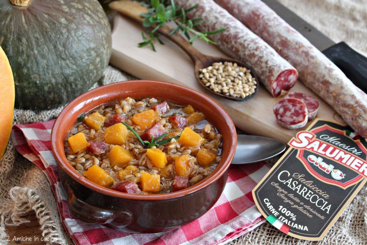 zuppa di farro, zucca e salsiccia casareccia
