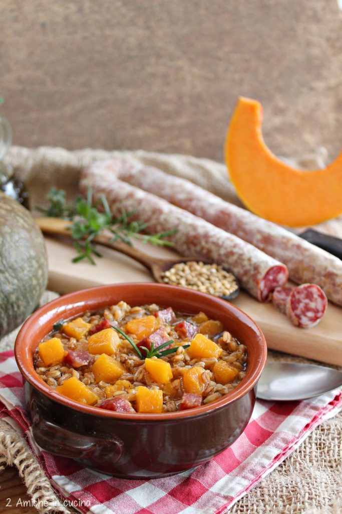 Zuppa di farro, zucca e salame