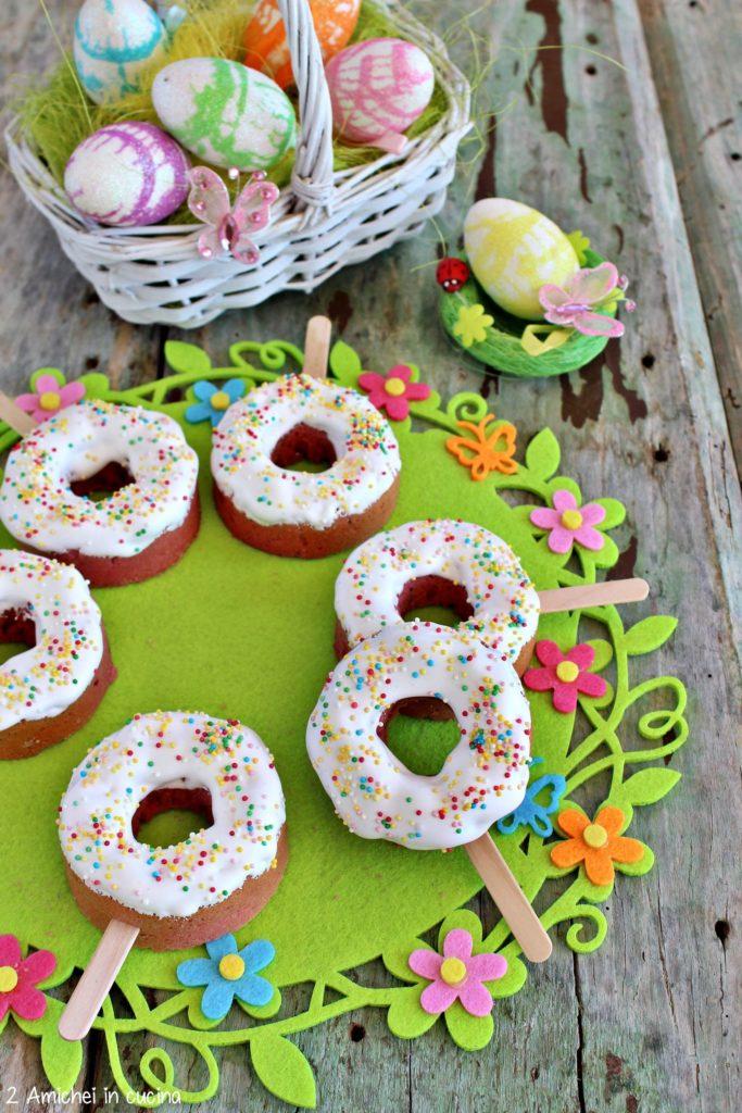 ciambelline all'alchermes con glassa di meringa e confettini colorati, ricetta per bambini