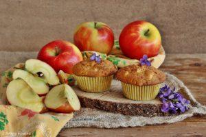Muffin alla Mela Kanzi e viole di campo