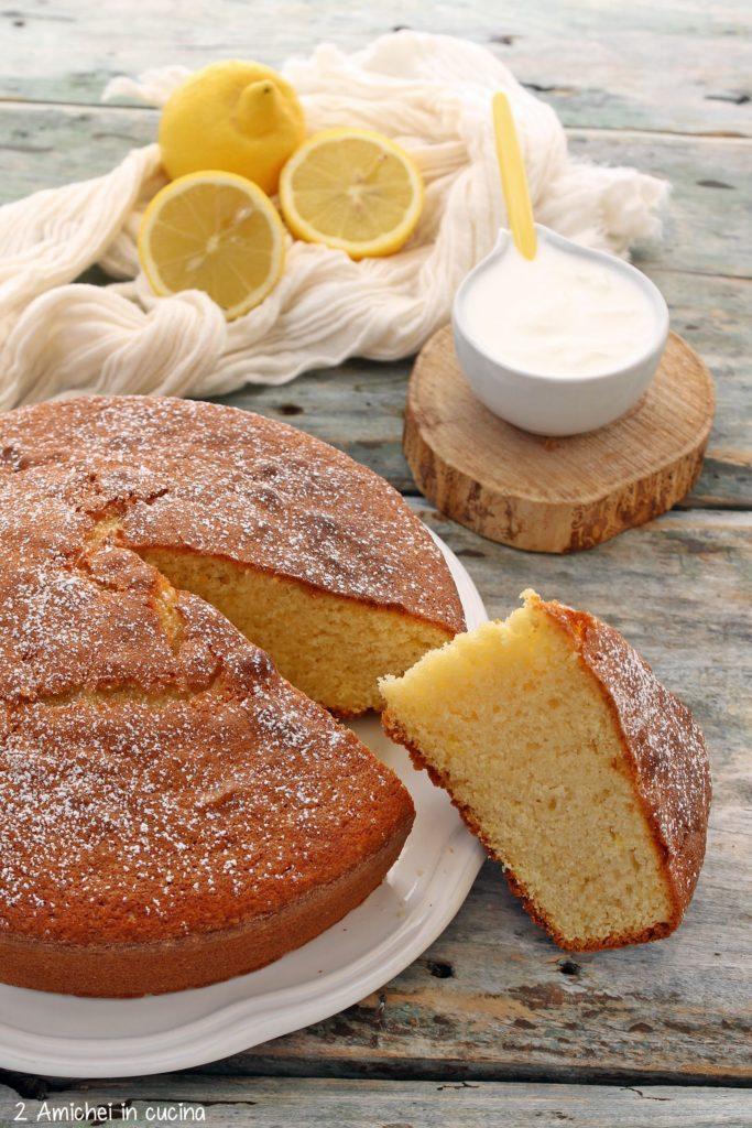 Torta soffice allo yogurt bianco e limone