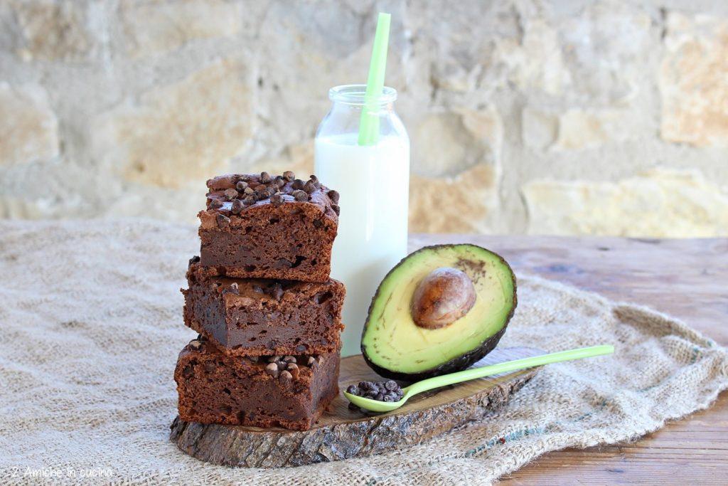 Brownies con avocado e gocce di cioccolato