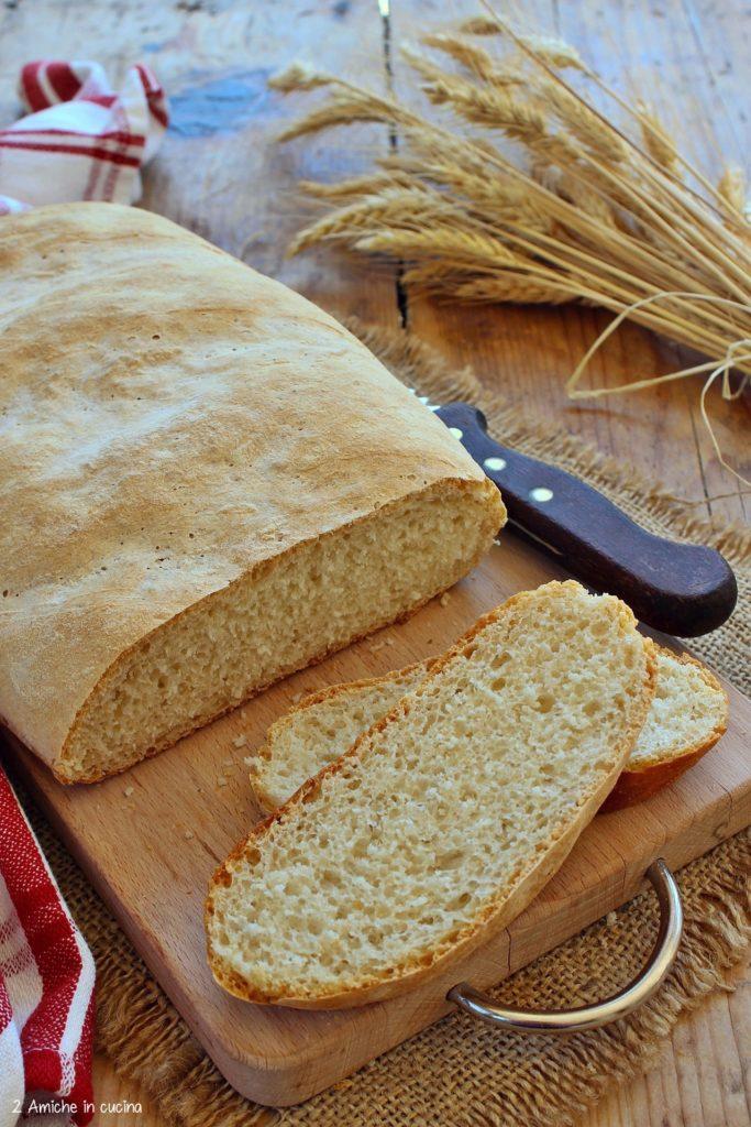 Pane umbro senza sale o pane sciapo con lievito di birra.