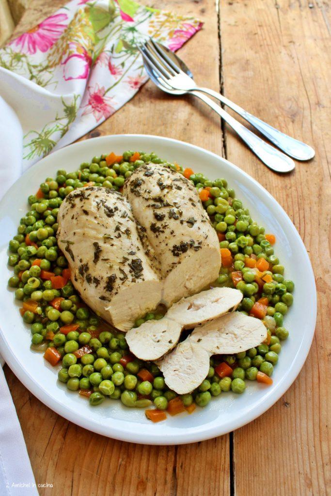 Petto di pollo alle erbe aromatiche, cotto nella pentola a pressione.