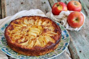 Torta di mele delicata tipica del Lussemburgo - Äppelkuchca
