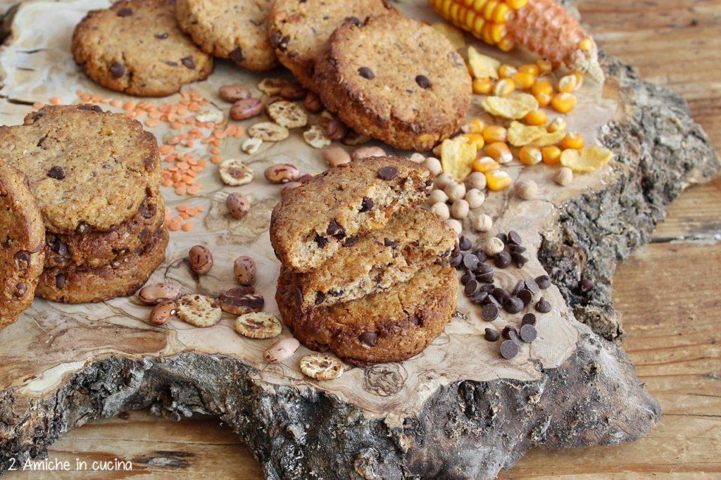 Biscotti ai cereali e legumi con gocce di cioccolato