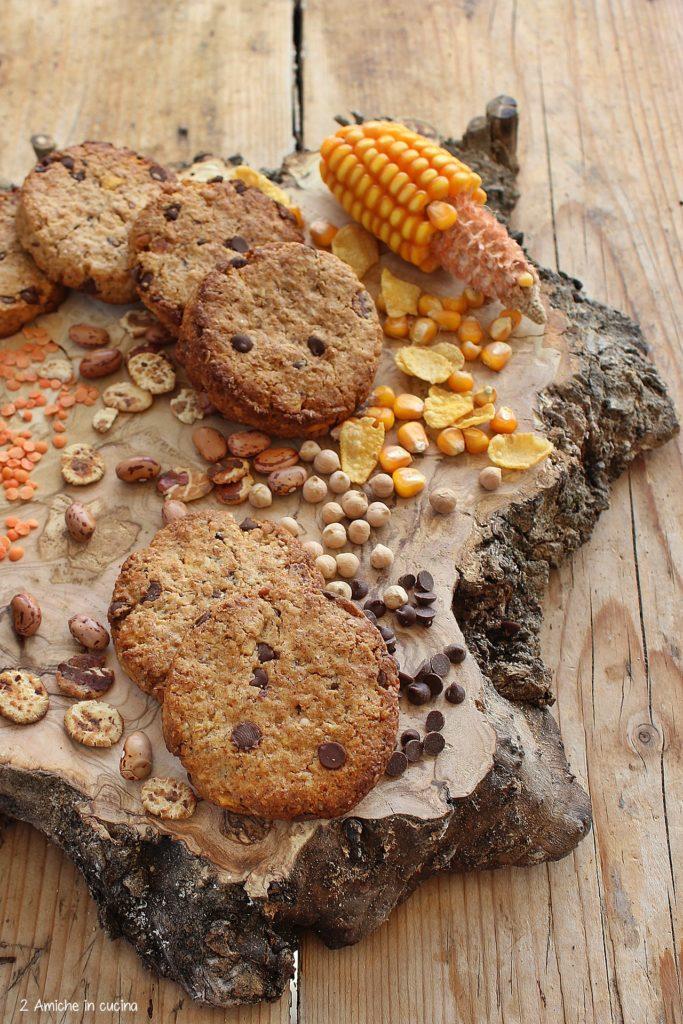 Cookies vegan con cereali, legumi e cioccolato