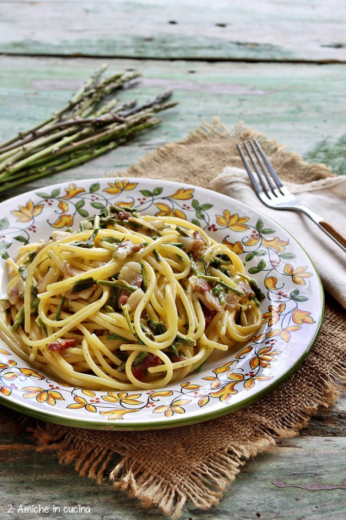 Pasta alla carbonara con asparagi selvatici